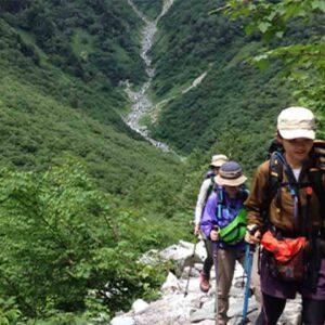 実は危険な「汗冷え」のメカニズムを知ろう登山で準備しておきたい、インナーでできる簡単な対策って?
